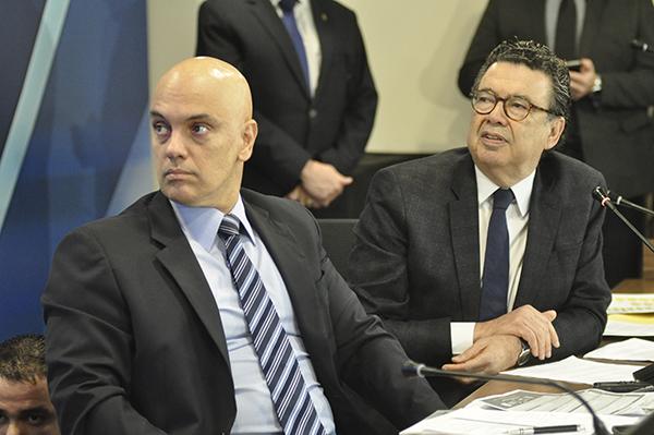 Seminário - Saídas para a Crise na  sede da OAB-SP em 15-09-2015 - Alexandre de Moraes e Rubens Naves -  foto Cristovão Bernardo.
